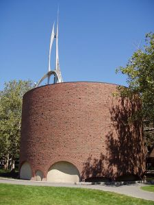640px-MIT_Chapel,_Cambridge,_Massachusetts_-_exterior