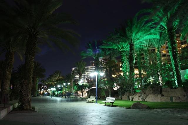 1024px-Eilat_Promenande