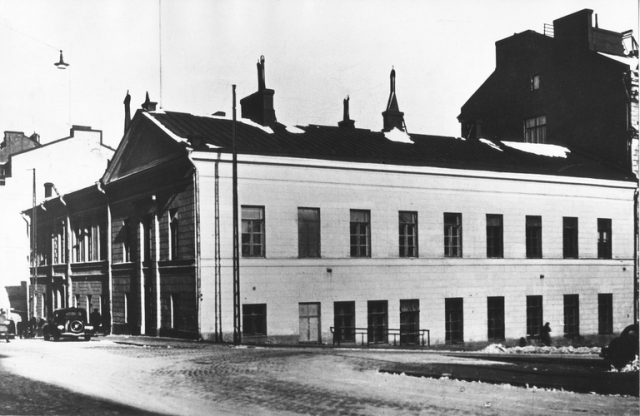 1930 -luku . Pohjoinen Makasiinikatu 11 - Kasarmikatu 21.