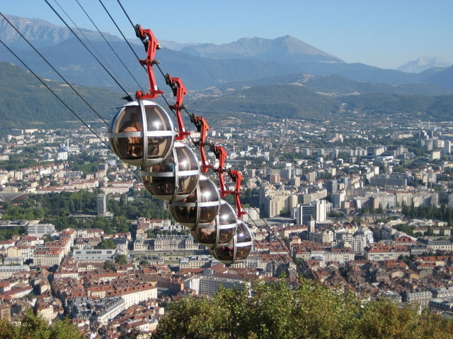 1024px-Seilbahn-Grenoble