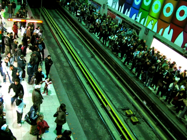 berri-uqam_station_rush_hour